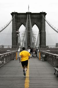 Yellow on Brooklyn Bridge - fototapeta