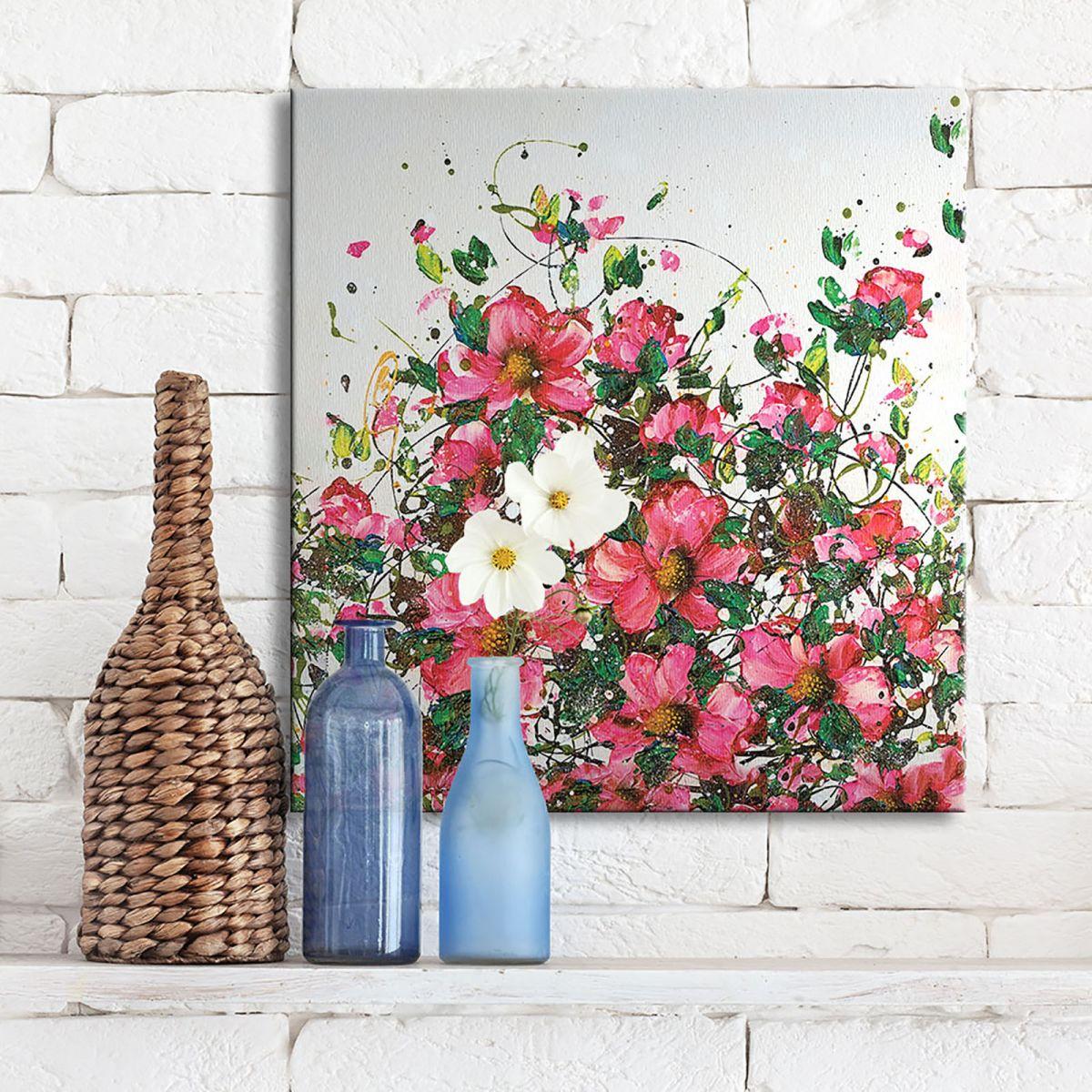 Różowe kwiaty na białym tle